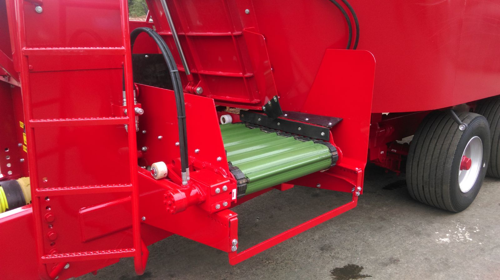REDROCK Twin Auger Mix Feeder